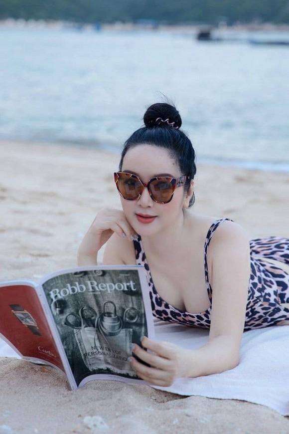 Thả dáng 'sương sương' trên bãi biển, Hoa hậu Đền Hùng Giáng My nhận về cơn mưa lời khen