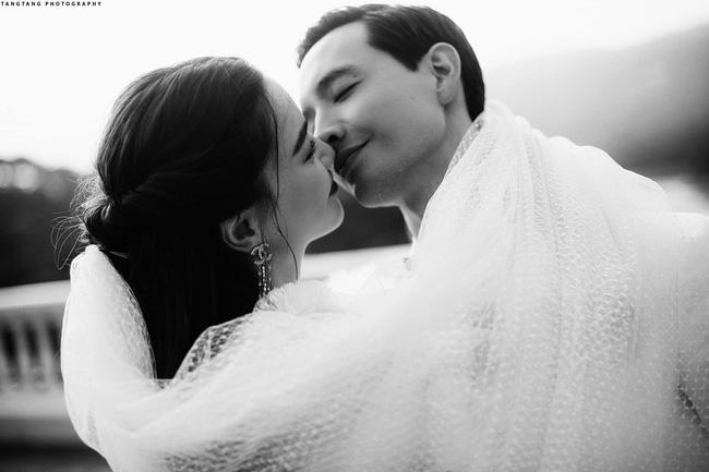 Hồ Ngọc Hà chính thức tung ảnh cưới, nhìn cô dâu cười rạng rỡ bên chú rể Kim Lý đã thấy hạnh phúc