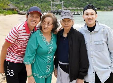 Tháng trước cấp cứu, bố đẻ Hoài Linh hiện ra sao?